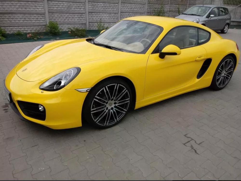 Maków sprzedaje Porsche